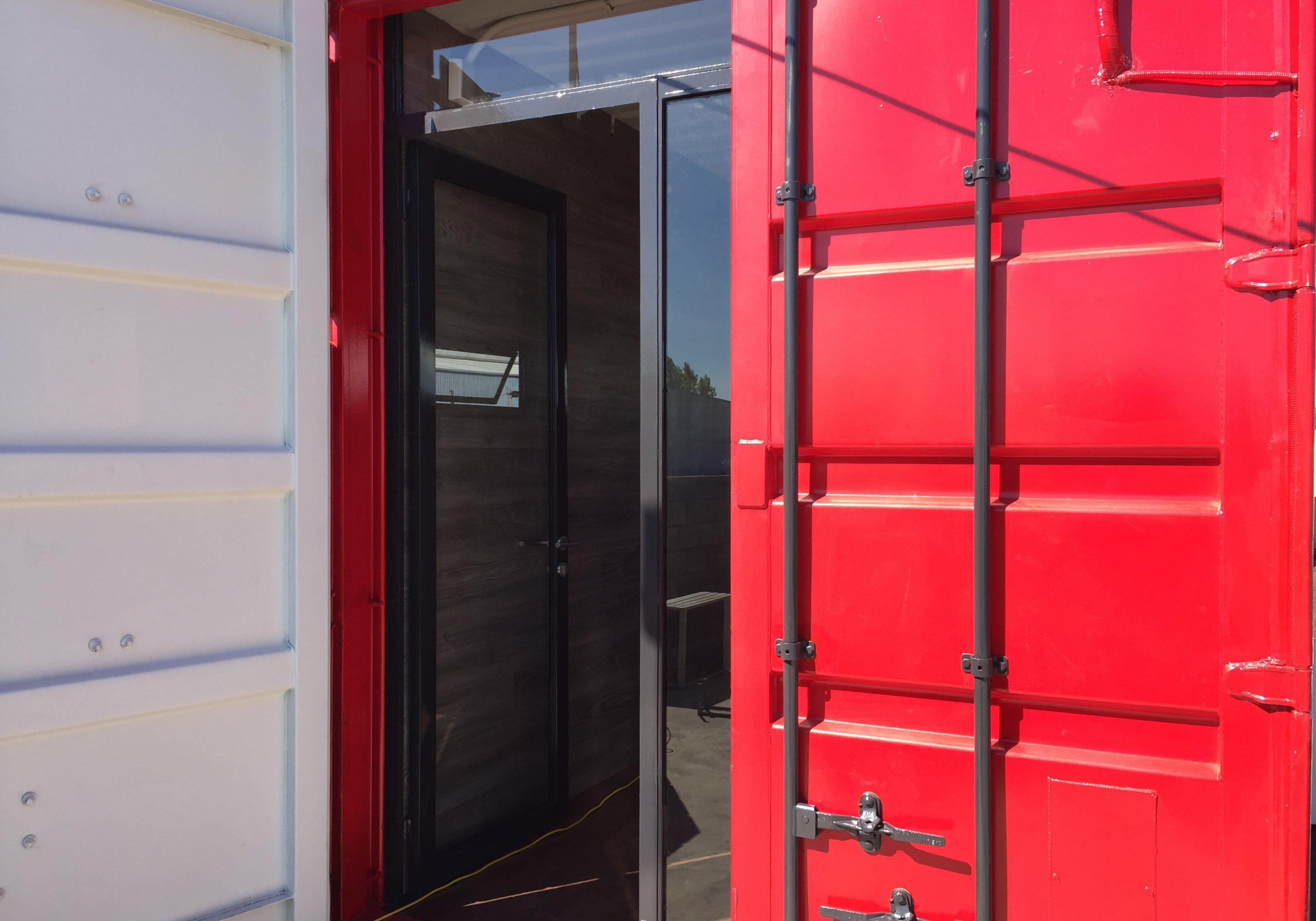 Detalle puerta roja